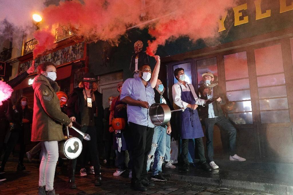 Des restaurateurs parisiens manifestent contre leur fermeture à partir de 22 heures, le 29 septembre