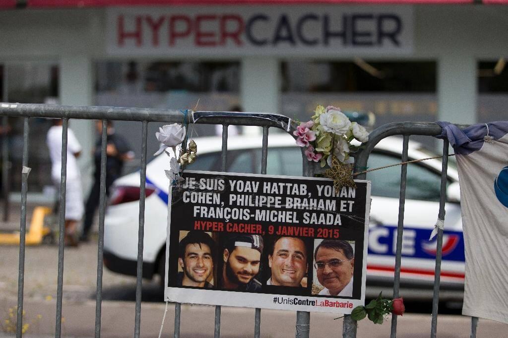 (g-d) Les photos de Yoav Hattab, Yohan Cohen, Philippe Braham et François-Michel Saada, tués dans l'attaque en janvier du supermarché Hyper Cacher Porte de Vincennes, près de Paris, le 26 juin 2015