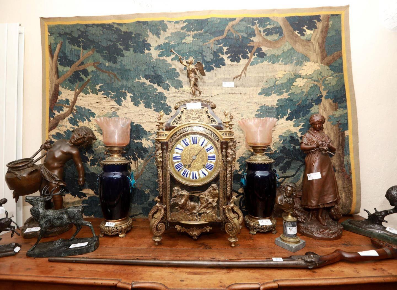 Une pendule de l'époque de Louis XIV.