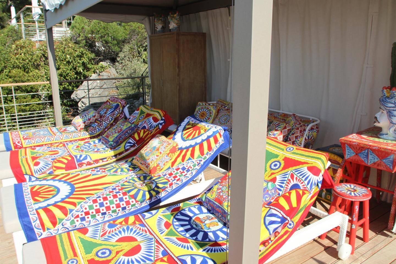 La cabana décorée par Dolce & Gabana.