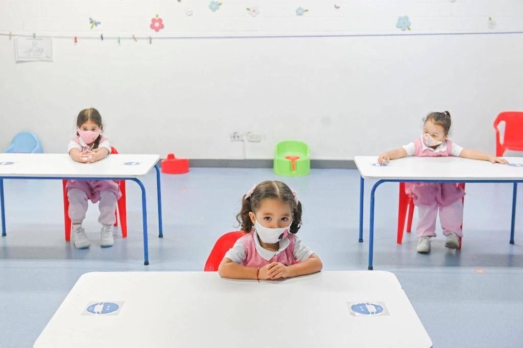 Distanciation sociale et masques dans une école maternelle de Medellin, en Colombie, le 3 septembre 2020