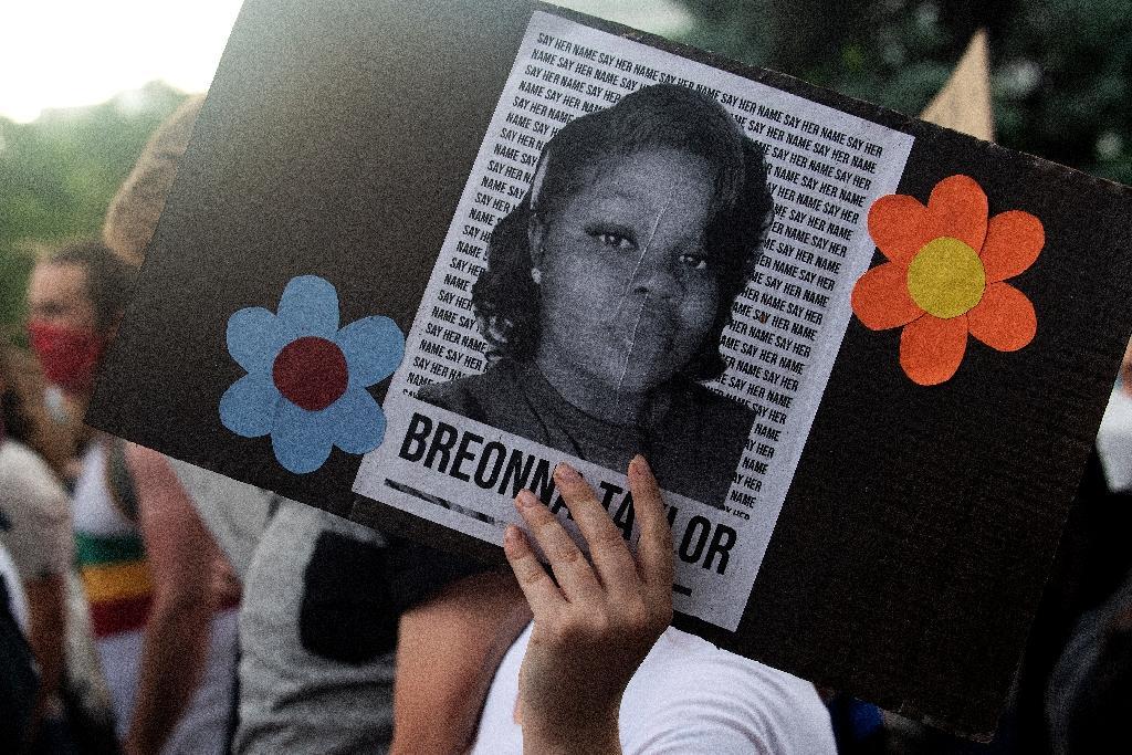 Une photo de Breonna Taylor lors d'une manifestation à Minneapolis après la mort de George Floyd, le 3 juin 2020