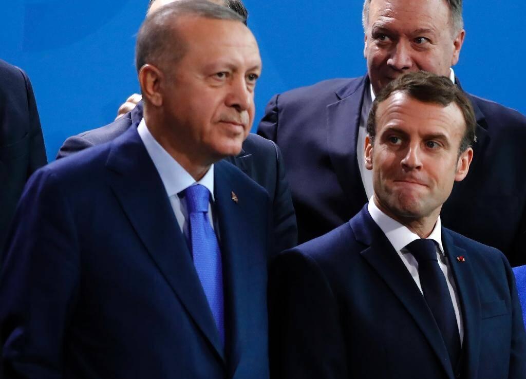 Les présidents turc Recep Tayyip Erdogan et français Emmanuel Macron, lors d'un sommet sur la Libye le 19 janvier 2020 à Berlin