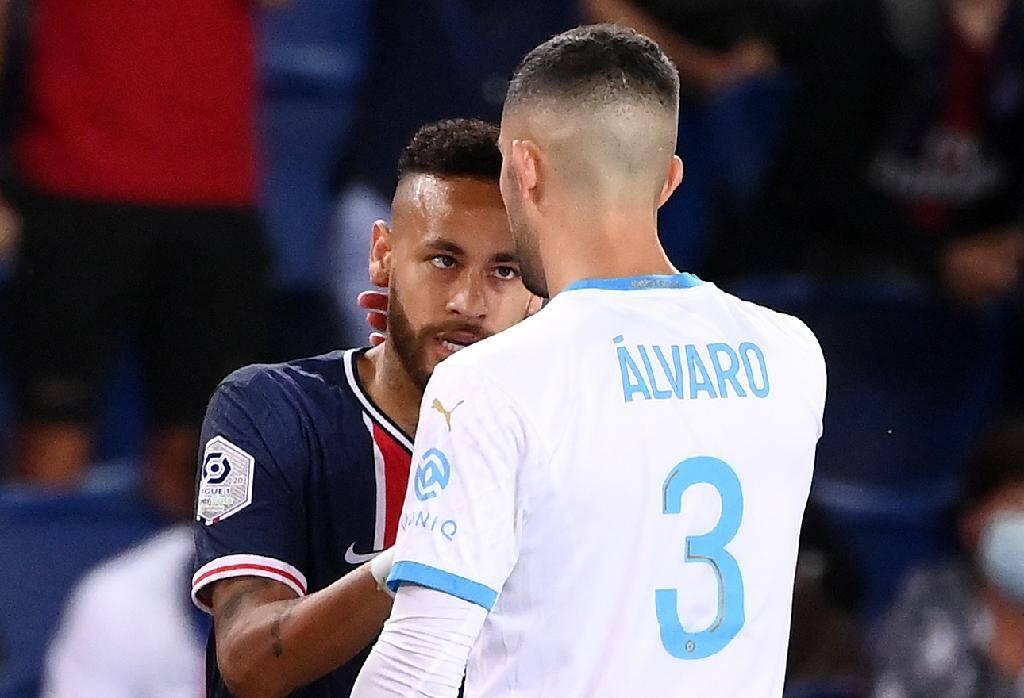 Vif échange entre Neymar et le défenseur marseillais Alvaro Gonzalez au Parc de Princes, le 13 septembre 2020