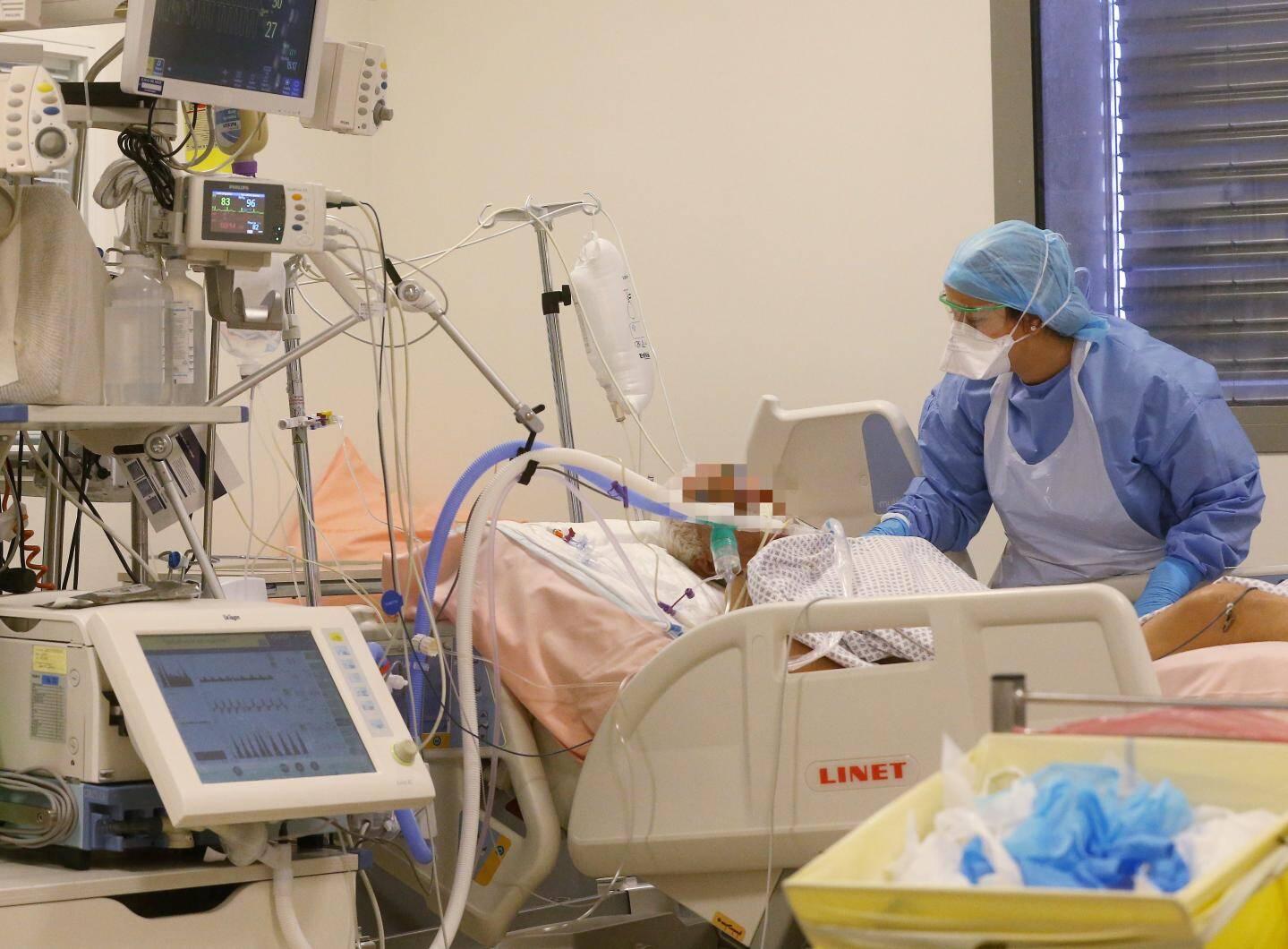 10 à 15% des malades sont hospitalisés.