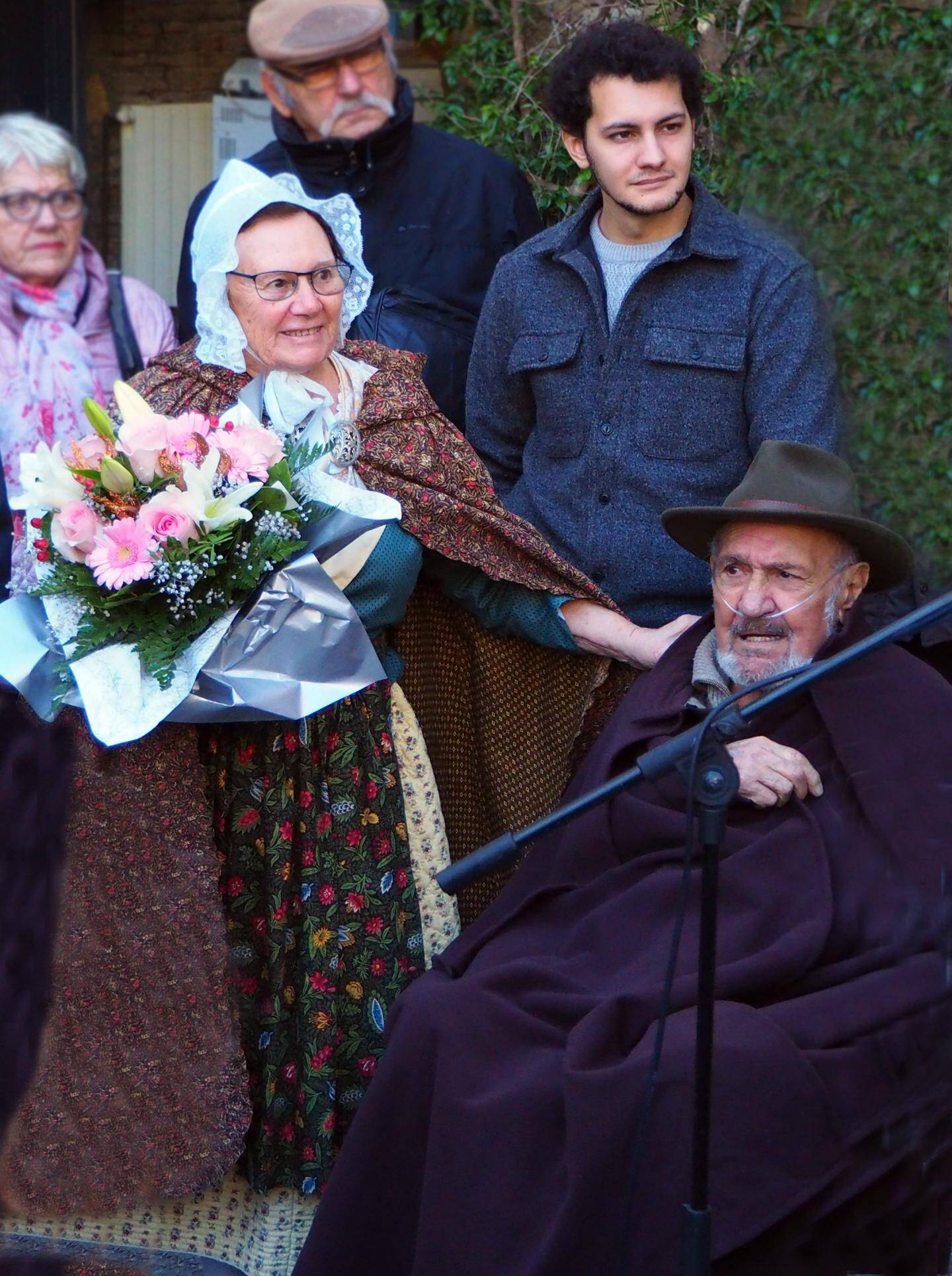 En fin d'année dernière, Georges Dalmas, ici entourée de sa femme Isabelle et de son petit-fils Camille, inaugurait la crèche de la mairie.