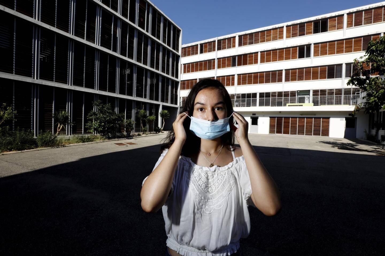 Âgée de 16 ans, Bruna est malentendante. Pour elle, le port du masque en classe représente une difficulté dans son apprentissage.
