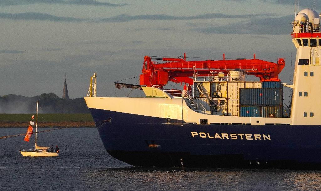 Le brise-glace allemand Polarstern arrive à l'issue de 389 jours en mer dans son port d'attache de Bremerhaven, en Allemagne, le 12 octobre 2020