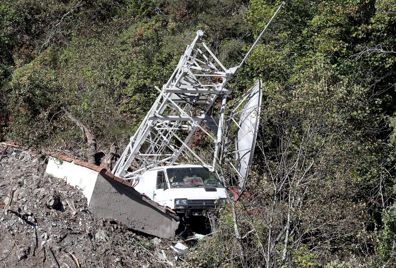 La tempête a eu raison de ce véhicule et de cette antenne.