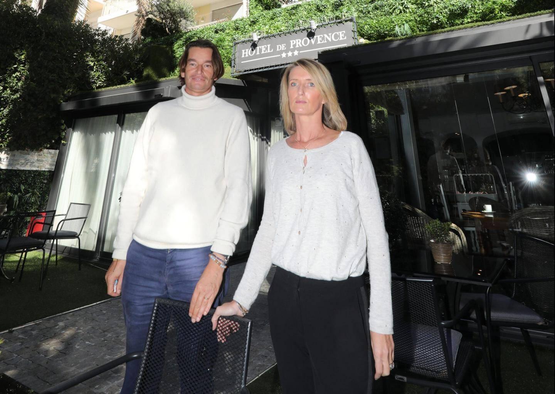 Jerry et Julie Duburcq sont contraints de fermer leurs deux hôtels à Cannes.