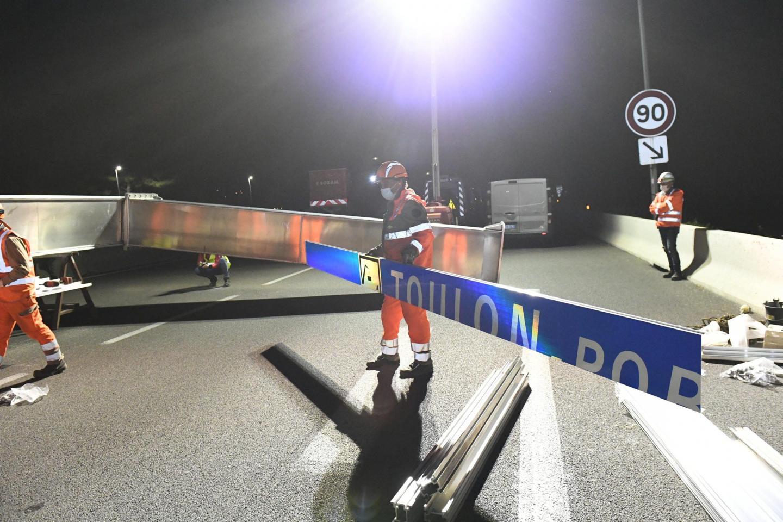 Le nouveau portique, qui a coûté 100 000 euros, était en place dès trois heures du matin, jeudi.
