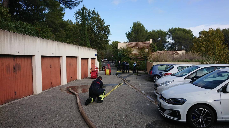 Les pompiers sont intervenus rapidement alors que la fuite s'est transformée en brasier.
