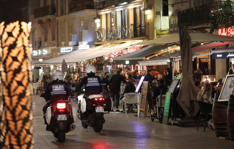 Dernières heures indues dans les rues de Cannes...