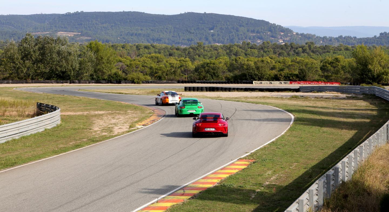 Les pilotes ont fait chauffer les pneus lors de sessions d'une vingtaine de minutes.