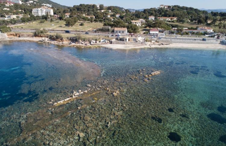 Vue aérienne du site regroupant des vestiges à l'Almanarre.