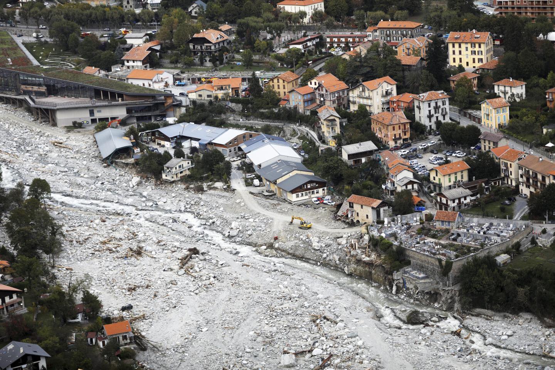 Vue aérienne de Saint-Martin-Vésubie le 3 octobre 2020 au lendemain de crues dévastatrices.