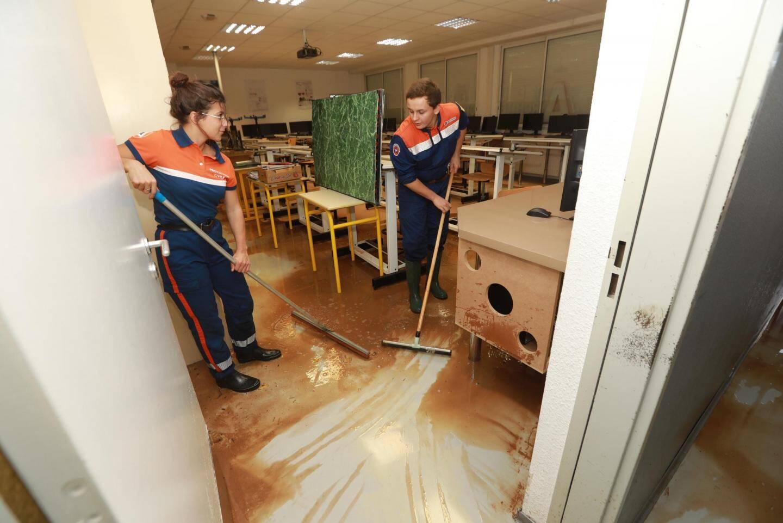Il y a un an, les bénévoles de la Protection civile étaient venus prêter main-forte aux équipes du lycée pour nettoyer les salles de classe.