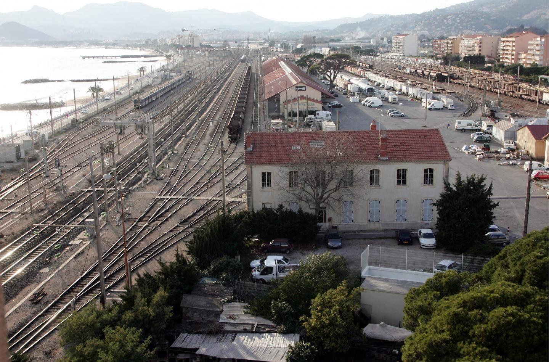 La phase actuelle de concertation porte notamment sur la gare de Cannes-La Bocca.