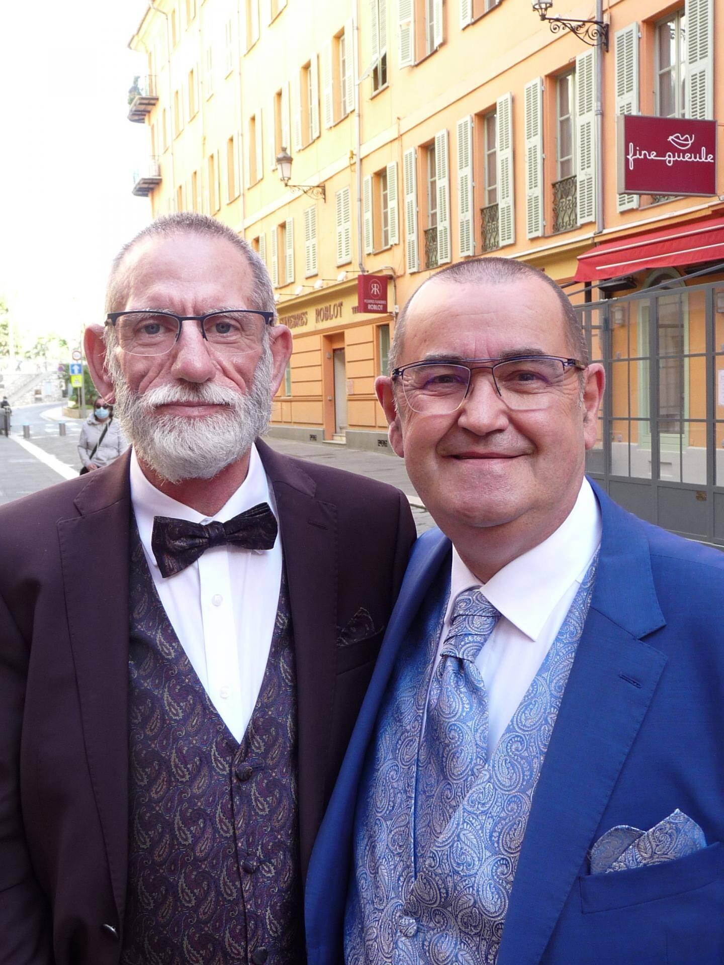 Fabrice Guillaume, agent territorial, et Jean-Luc Bouzéloc, retraité.
