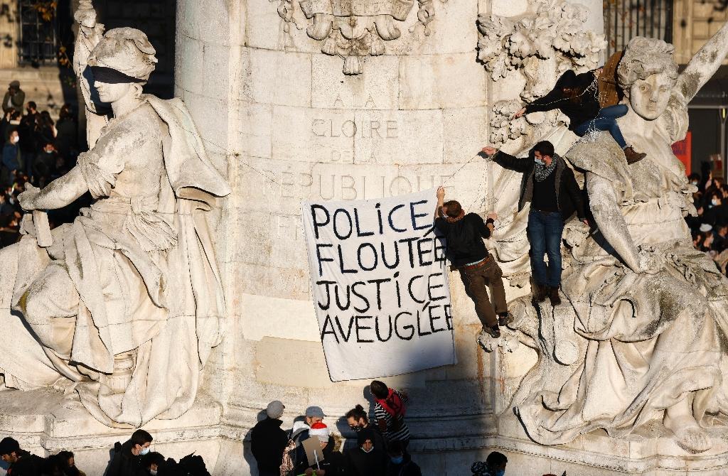 """Manifestation contre la proposition de loi """"sécurité globale"""", place de la République, le 28 novembre 2020 à Paris"""
