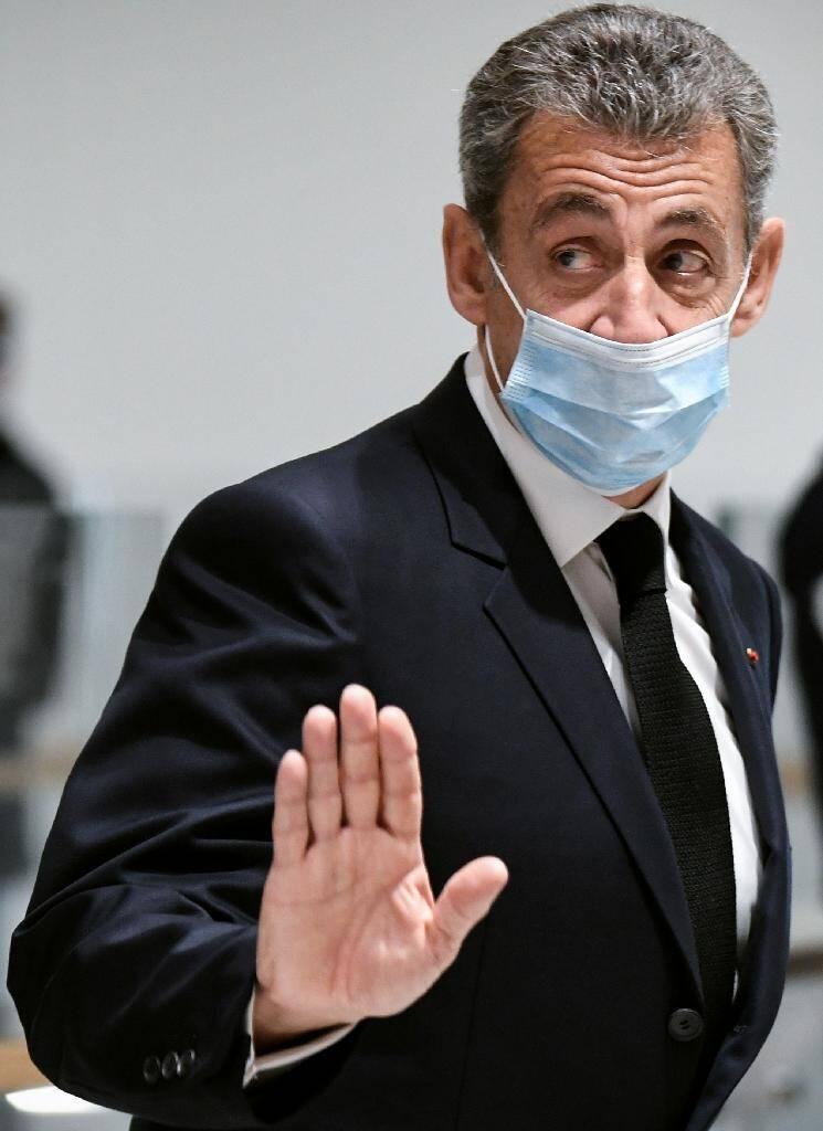 Nicolas Sarkozy quitte le tribunal de Paris, le 26 novembre 2020