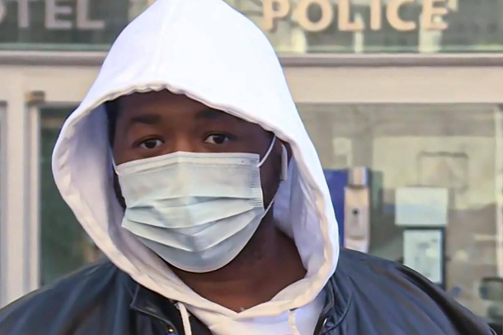 Capture d'écran du producteur de musique qui s'exprime devant les médias, le 26 novembre 2020 pour raconter son tabassage par des policiers