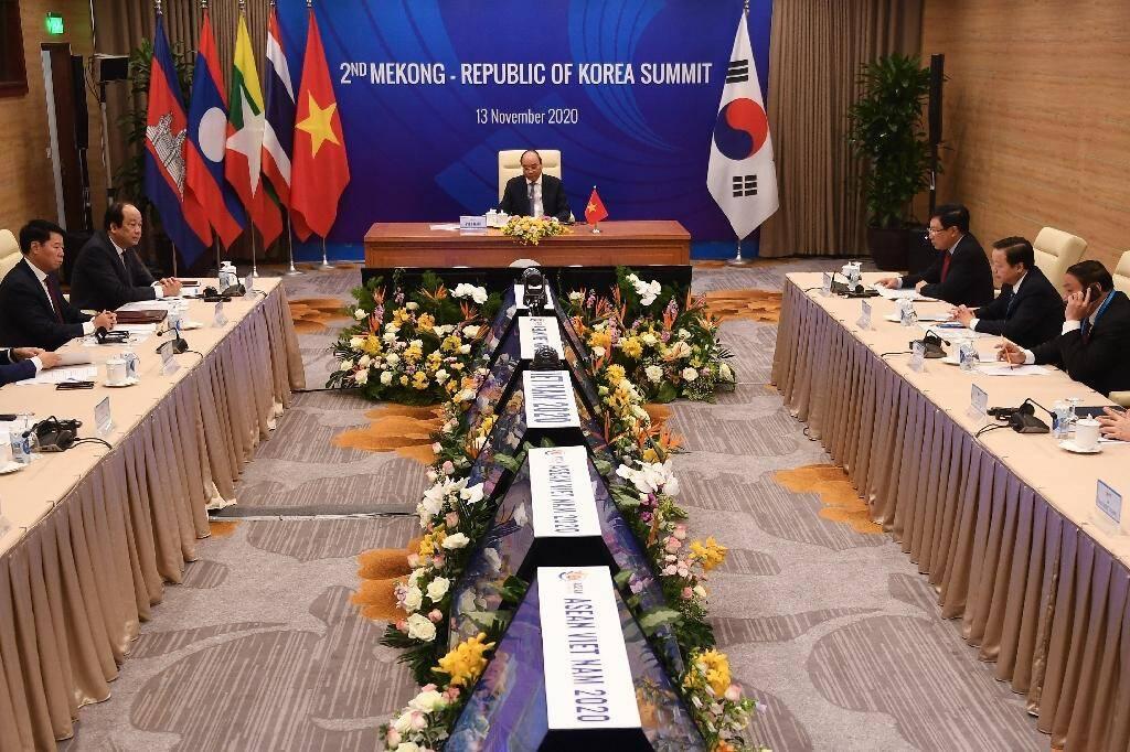 Au sommet de l'ASEAN à Hanoï le 13 novembre 2020