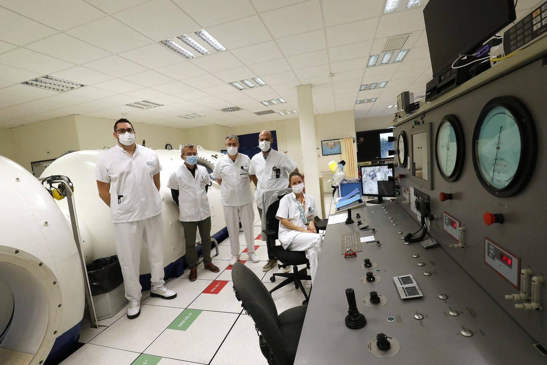 Dix essais cliniques ont été recensés sur le registre Clinical Trials concernant l'oxygénation même si quelques différences subsistent.