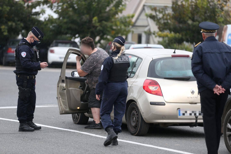 A Trans-en-Provence, des automobilistes priés de présenter leurs attestations aux forces de l'ordre.