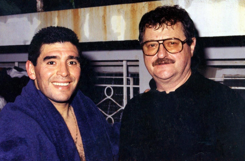 Le footballeur argentin Diego Maradona aux côtés de Lucien Oniboni (l'un des responsables du Rapid en 1995), à la réception de l'hôtel Riva.