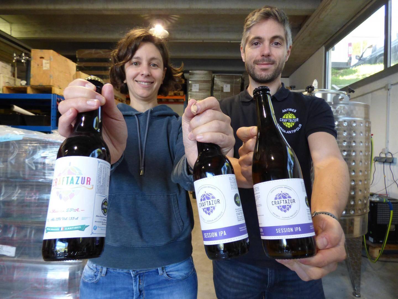 """Craftazur, la TPE de Laura Ollier et Romuald Gourlot brasse des bières dans la tendance """"craft"""" : à partir de matière première traditionnelle, sans arômes artificiels au sein dune structure de petite taille, indépendante."""