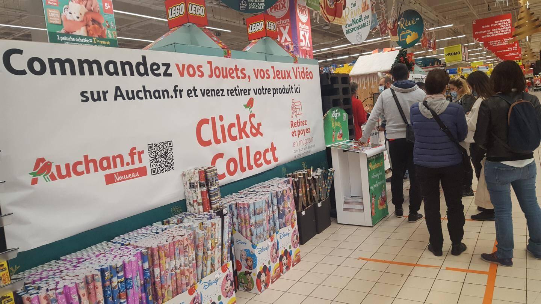 """Le """"click and collect"""" semble strictement respecté, comme ici devant le rayon jouets d'Auchan La Trinité."""