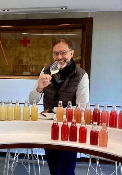 Alain Cacaret, qui dirige la Commanderie de Peyrassol depuis 2003 aux côtés de son oncle Philippe Austruy, a utilisé un flexitank contener et trouvé un vigneron dans l'Etat de New York pour procéder à l'embouteillage des rosés de saison du domaine aux États-Unis.