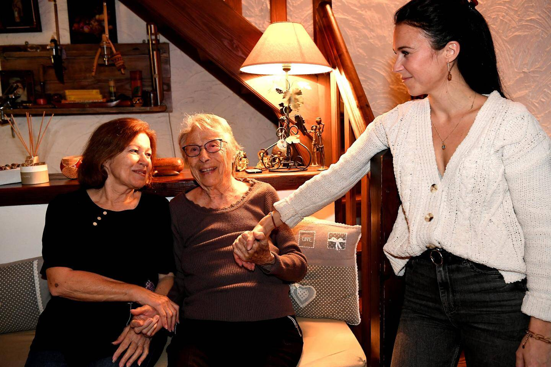 Rose vit désormais au milieu des siens et reçoit tout l'amour nécessaire. Marine, son arrière-petite-fille, et Rose, sa belle-fille, s'occupent d'elle quotidiennement.