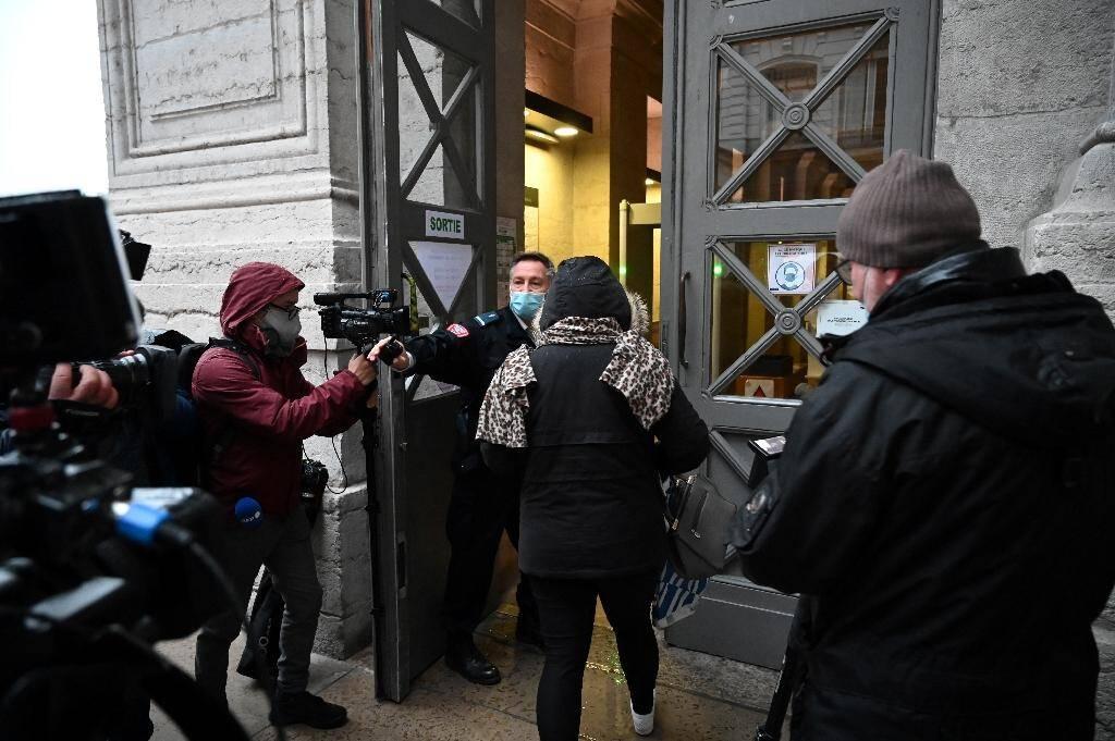 La mère de Fiona, Cécile Bourgeon, arrive au palais de justice de Lyon, le 1er décembre 2020