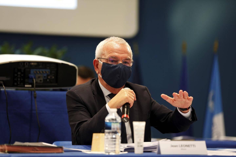 Jean Leonetti et Arnaud Vié (RN) sont d'accord : la commune doit rester le gestionnaire de son territoire.