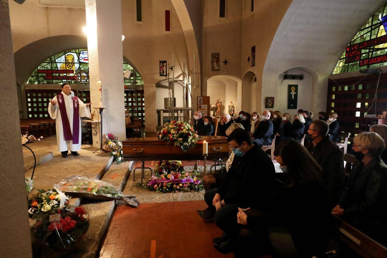 La cérémonie, très émouvante, était célébrée par le père Gibellin.