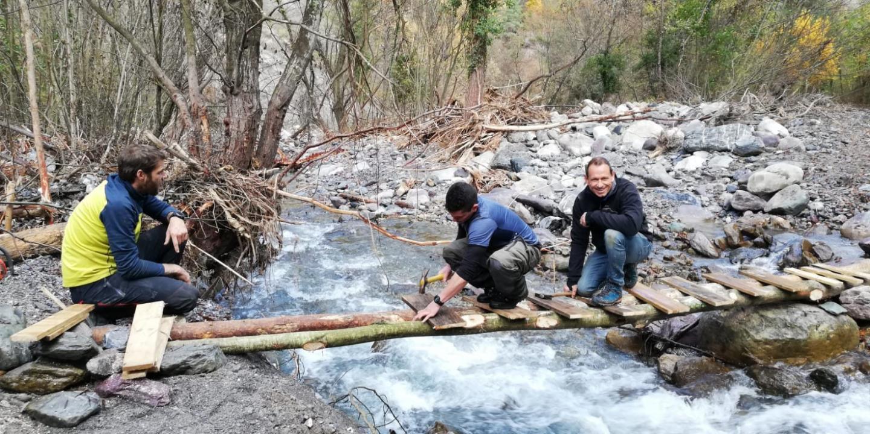 Aidés par des pros, les trekkeurs vont construire un pont en béton, d'une valeur de 50.000 euros.
