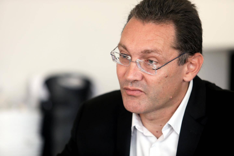La proposition d'Erik Tamburi, appuyée par toute l'opposition, a été fermement rejetée par le maire.