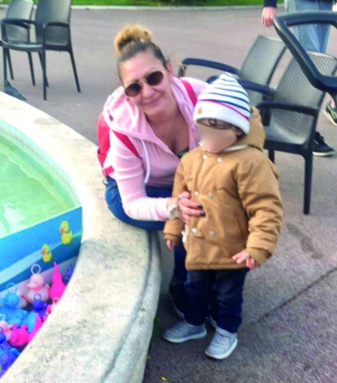 Depuis son décès, son jeune fils a été pris en charge par le service d'aide sociale à l'enfance.