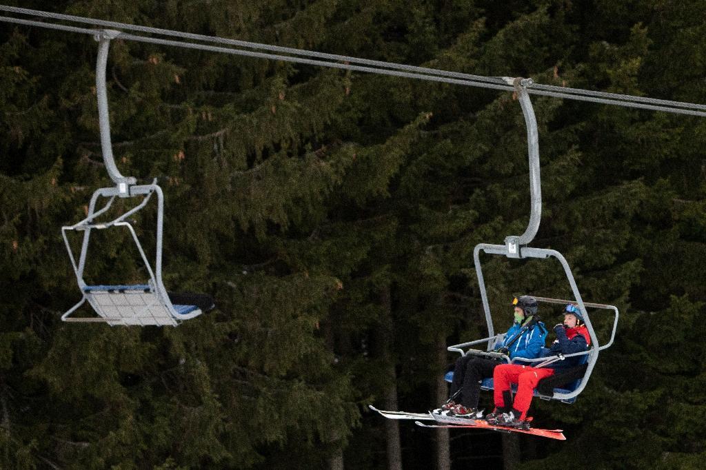 Des skieurs à la station de ski de Semmering, le 24 décembre 2020 en Autriche
