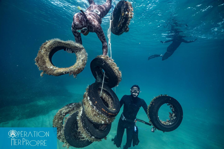 Des pneus remontés en baie de Cannes. Après les inondations de 2015, ce sont 350 pneus qui avaient été ôtés des fonds marins, parmi d'autres nombreux déchets apportés par les ruissellements à terre.
