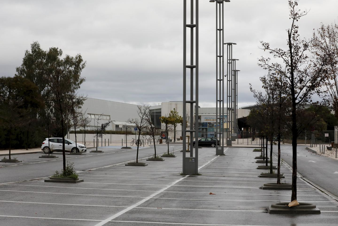 La ville prévoit d'équiper le parking de la piscine municipale de panneaux photovoltaïques, ce qui pourrait réduire de 30 % la facture énergétique de la structure.