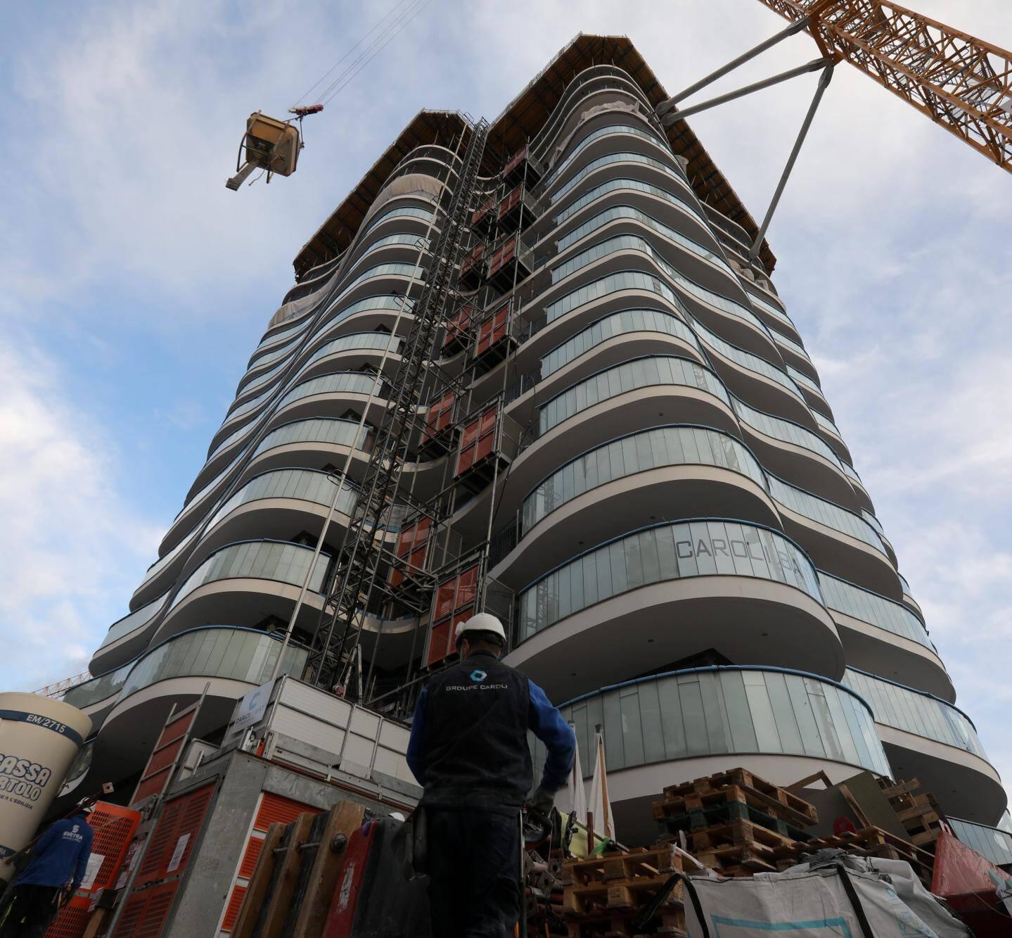 Une des deux tours domaniales a déjà été construite à moitié.