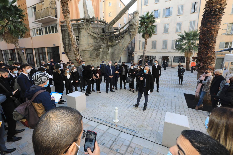 C'est entouré d'une cinquantaine d'élèves du lycée hôtelier Anne-Sophie Pic qu'Hubert Falco a tenu à inaugurer les lieux.