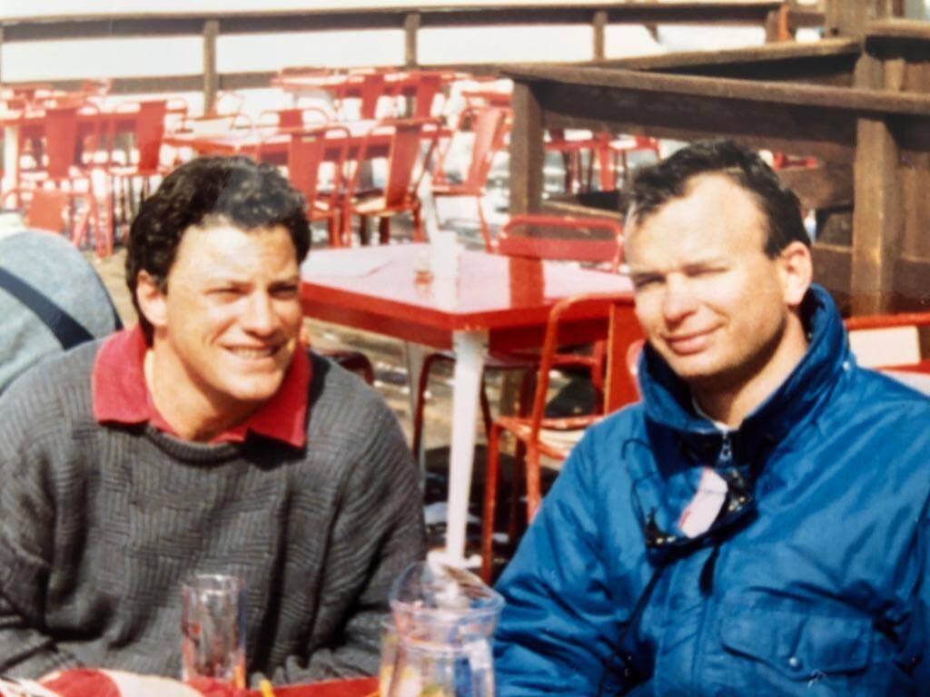 Hervé Courio et Arnaud De Longueval ont repris la pharmacie de Cap 3000 au début des années 2000. Alors en faillite, ils la remettent sur les rails et lui bâtissent une solide réputation.