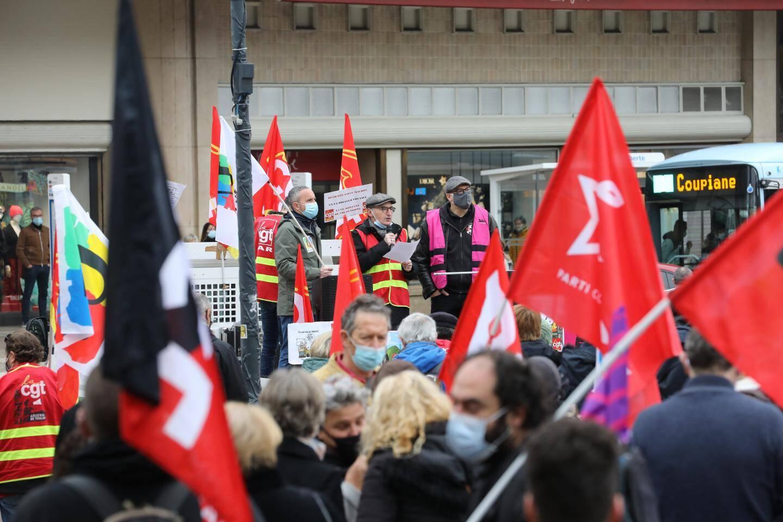 Ce samedi matin, deux cents personnes ont répondu à l'appel de l'intersyndicale CGT, FSU et Solidaires.