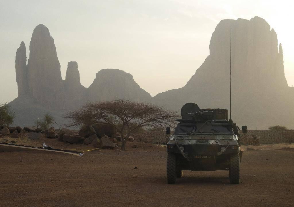 Un blindé de l'opération militaire française Barkhane le 27 mars 2019 près du mont Hombori, dans le centre du Mali