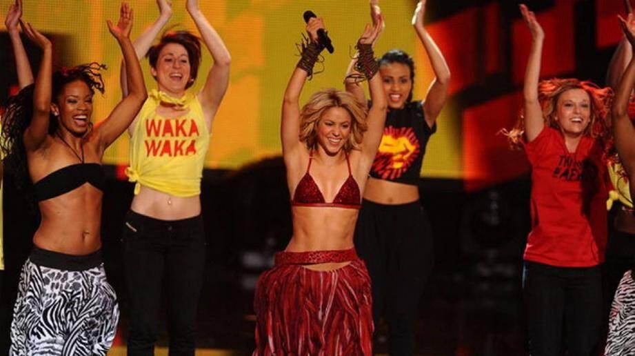 Sophie Torre (tee-shirt jaune) n'a peur de rien. La preuve, lors des derniers NRJ Music Awards.(Photos D.R.)