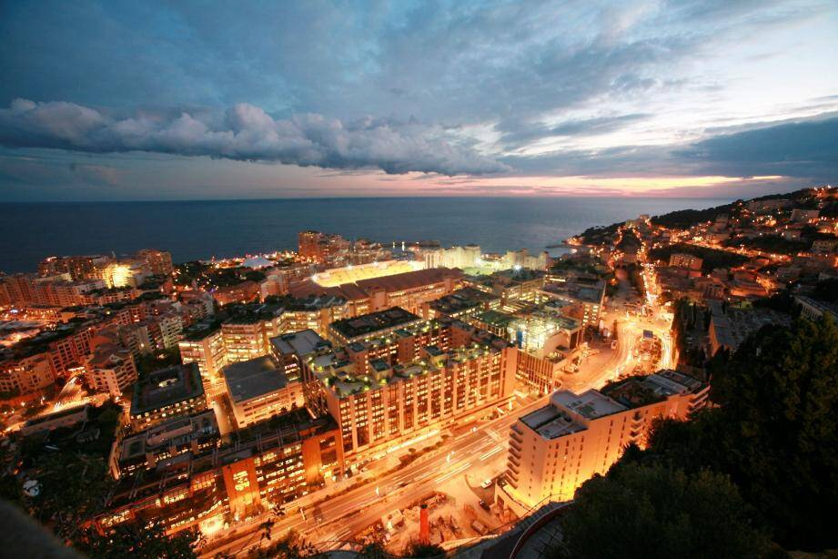 Depuis une pièce hautement sécurisée, Eric Imbert contrôle l'ensemble du réseau électrique de Monaco. Il a ainsi réduit, hier soir, la tension de 5%.